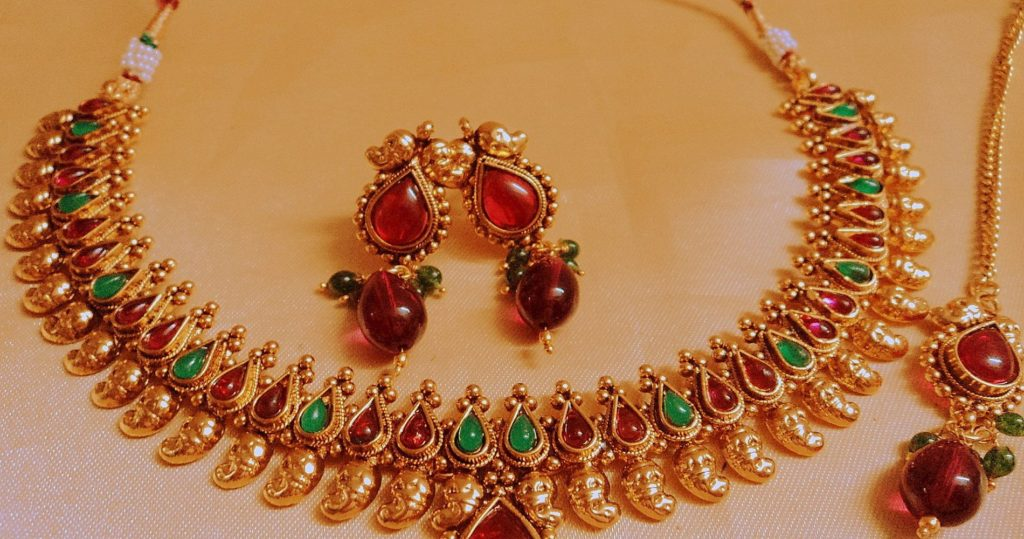 Neckless and Earrings Jewelry
