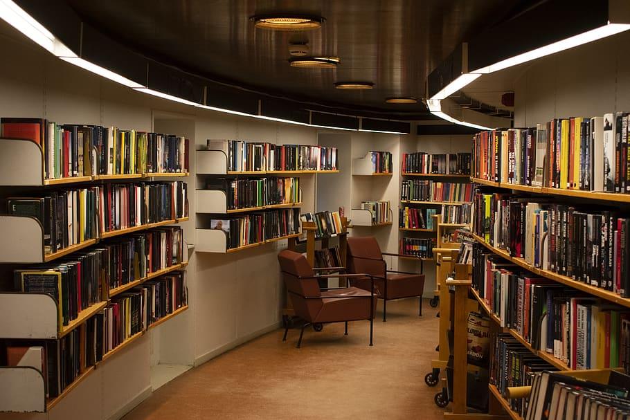 Choosing Bookshelves