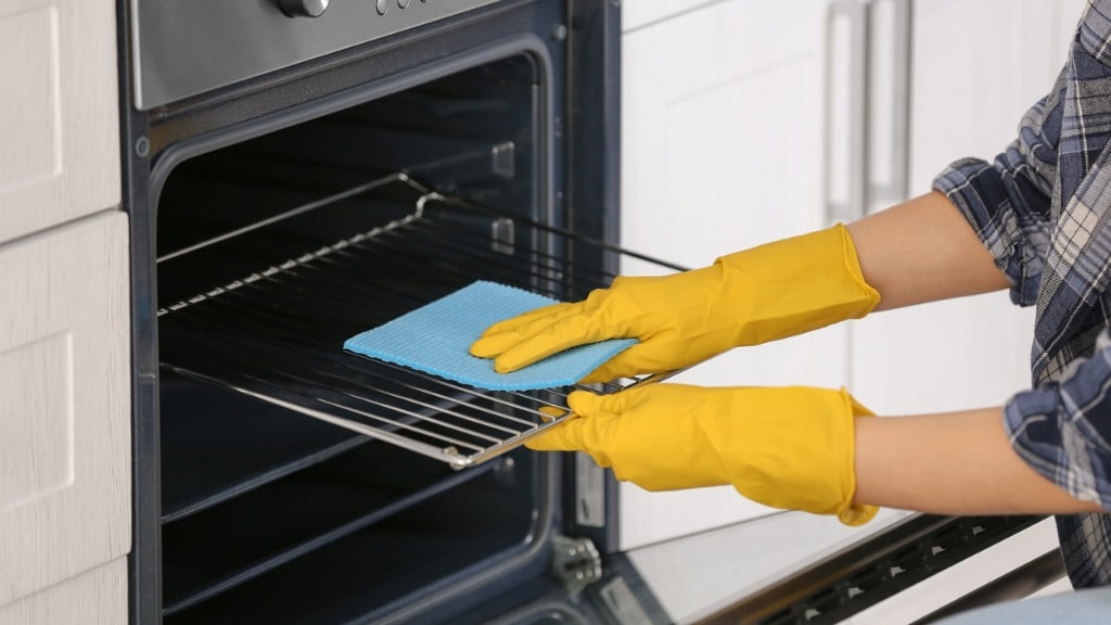 What is the easiest way to clean an oven