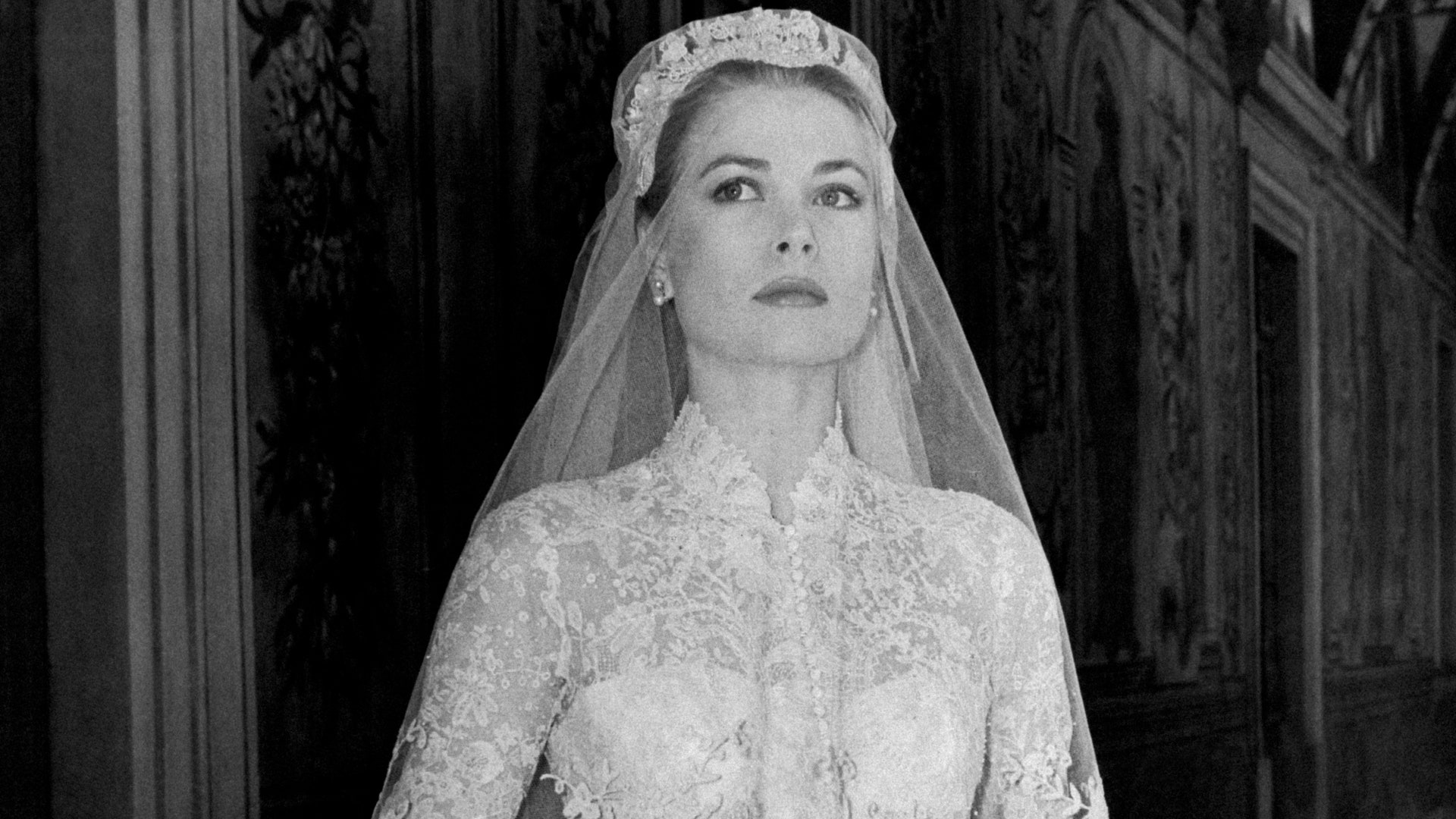 Grace Kelly story (and curiosity) of the wedding dress