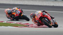 Marc (R) and Alex Marquez participate in the Sepang 2020 test.