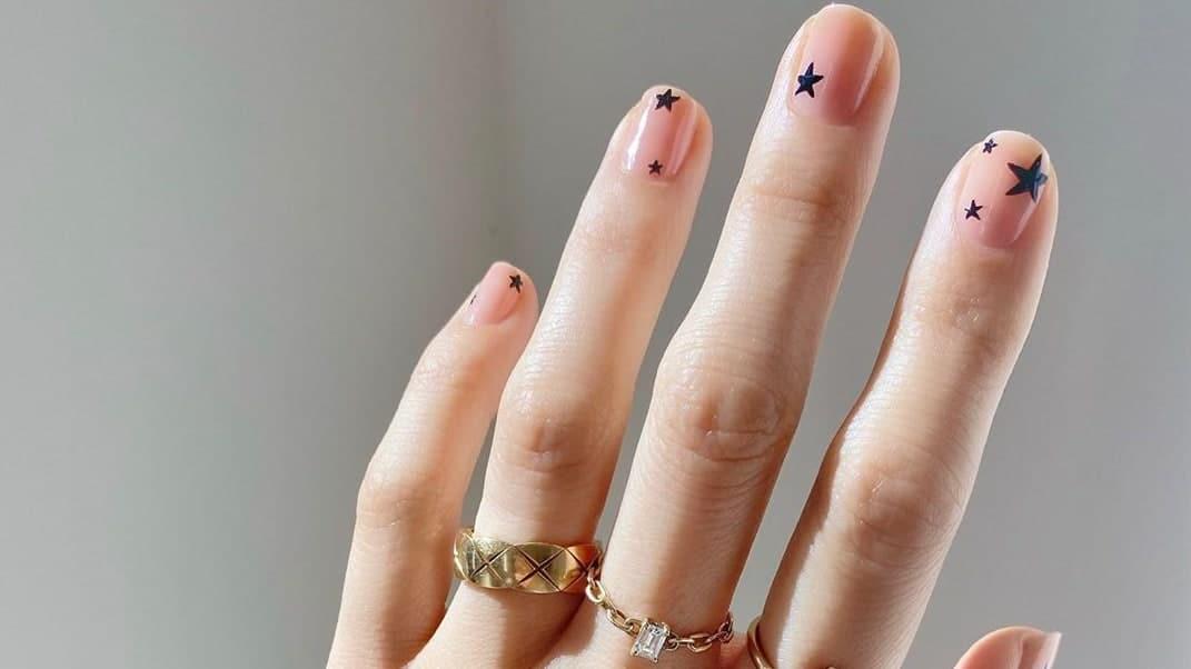 Black and pink nails: spring nail art
