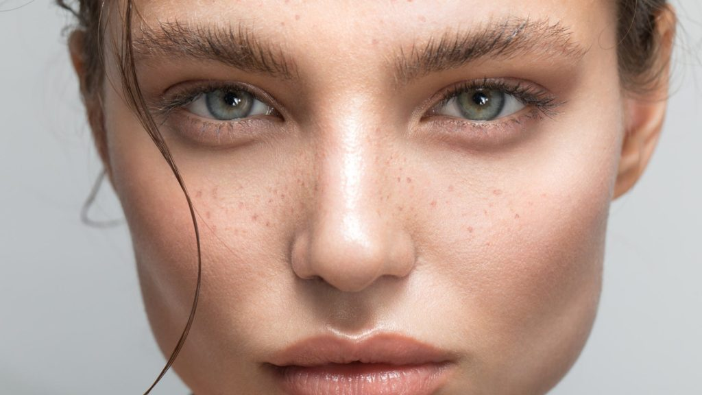 Does castor oil work on the eyebrows?