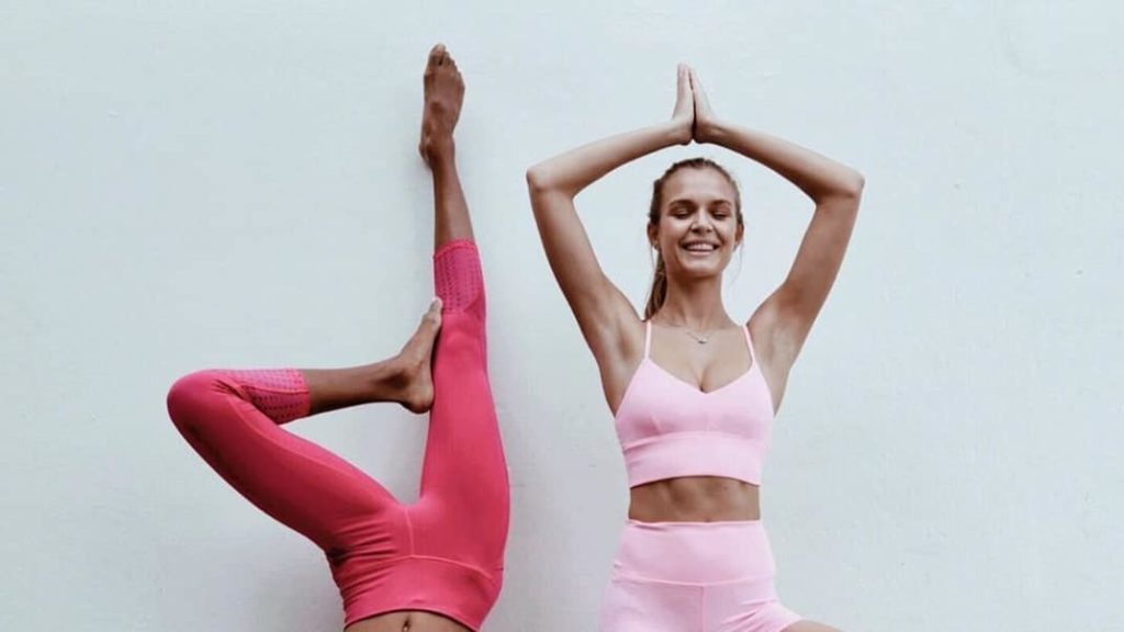 Yoga at home: lessons to be done online
