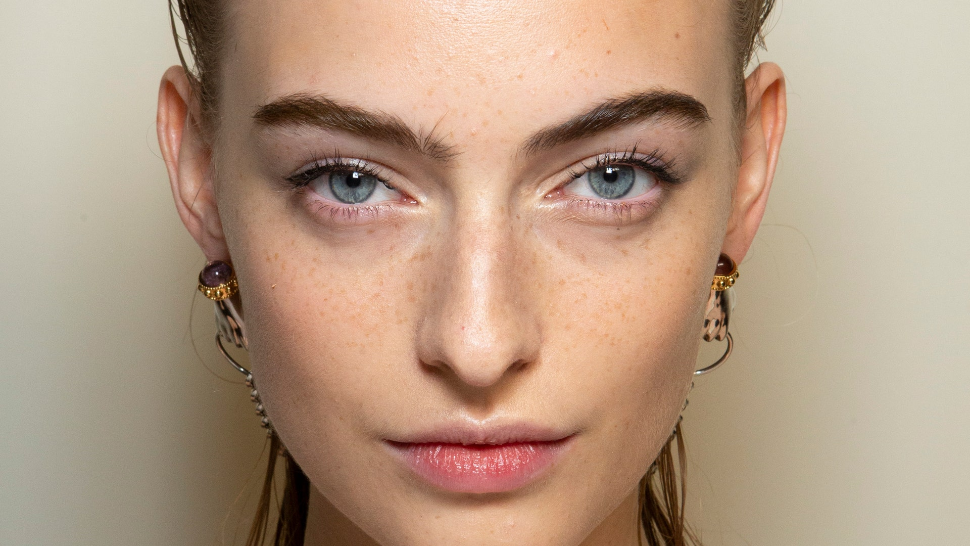 How to put mascara: 5 surefire methods to apply it