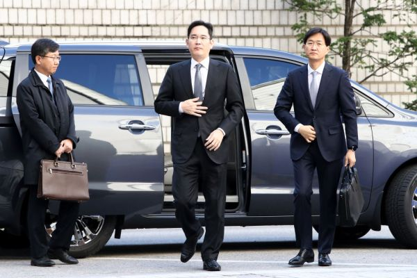 Court denies prosecutors' arrest warrant request for Samsung heir Jay Lee