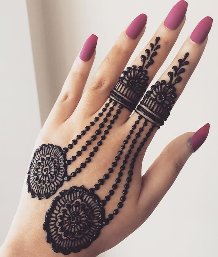 New drop mehndi designe for back hand