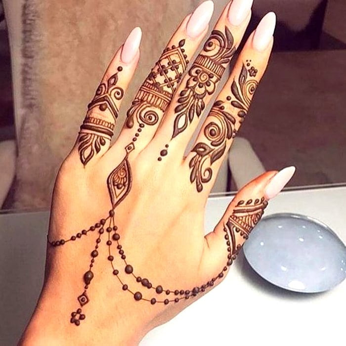 Simple arabic finger mehndi art