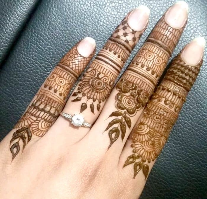Beautiful henna pattern for fingers