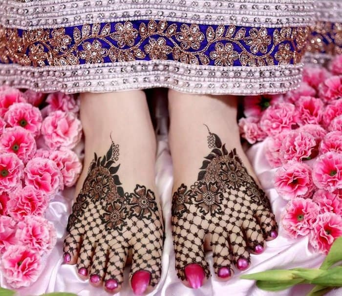 Unique legs mehndi design