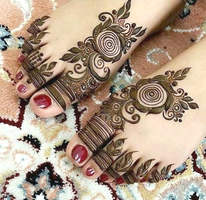 Arabic flower henna pattern - legs