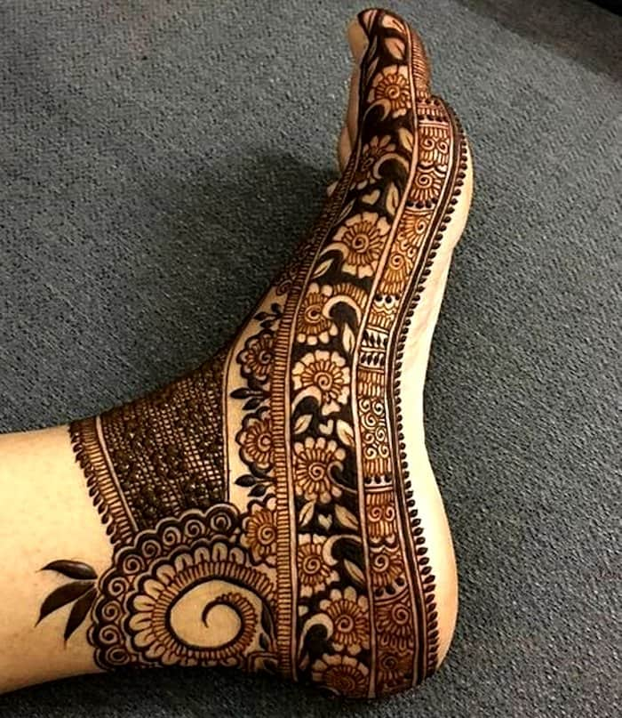 Bridal mehndi design for legs