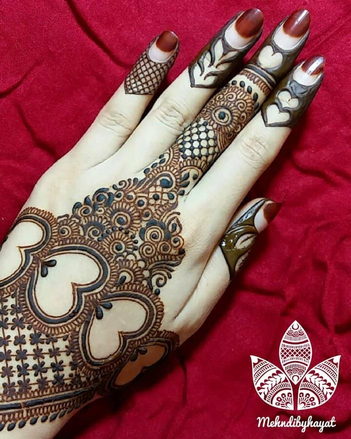 Heart shape mehndi design