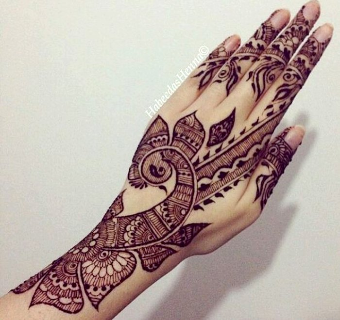 peacoke design in mehndi