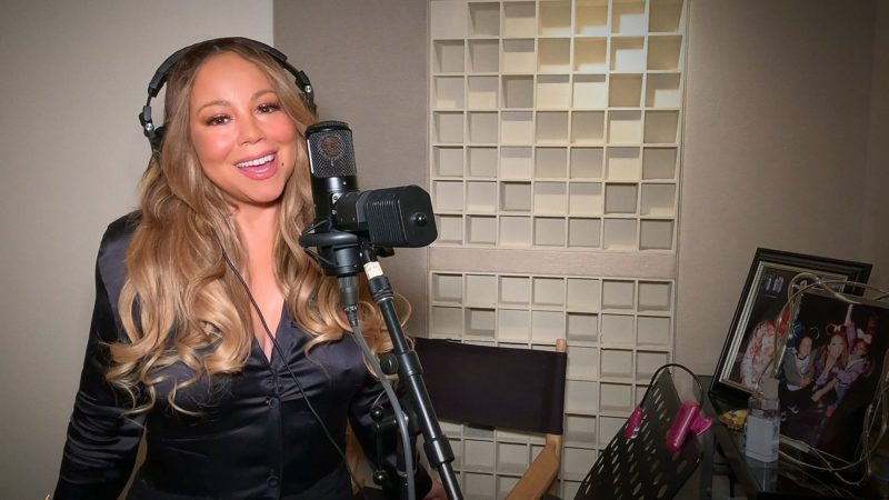 Mariah Carey publishes her autobiography.  And he announces it on Instagram