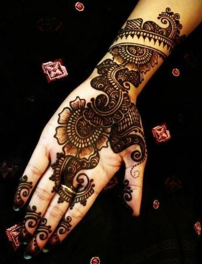 Black-Mehndi-Designs-Outlining