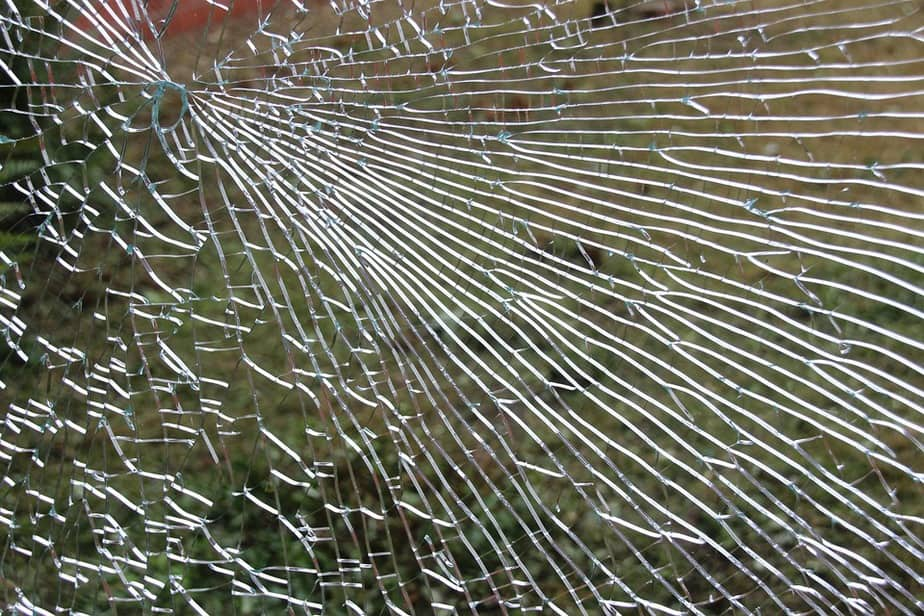 7 zerbrochenes Fenster