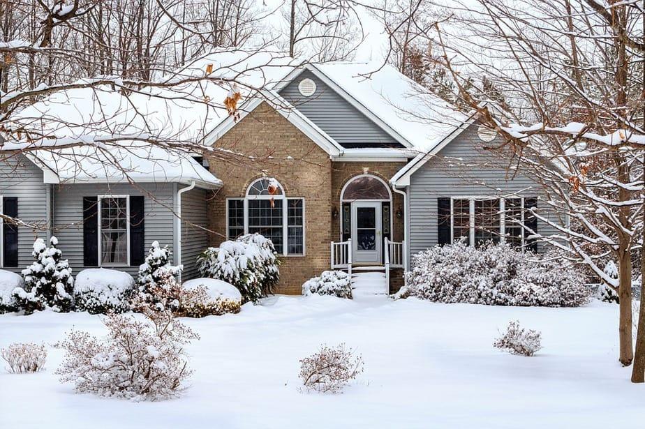 9 schneebedecktes Haus