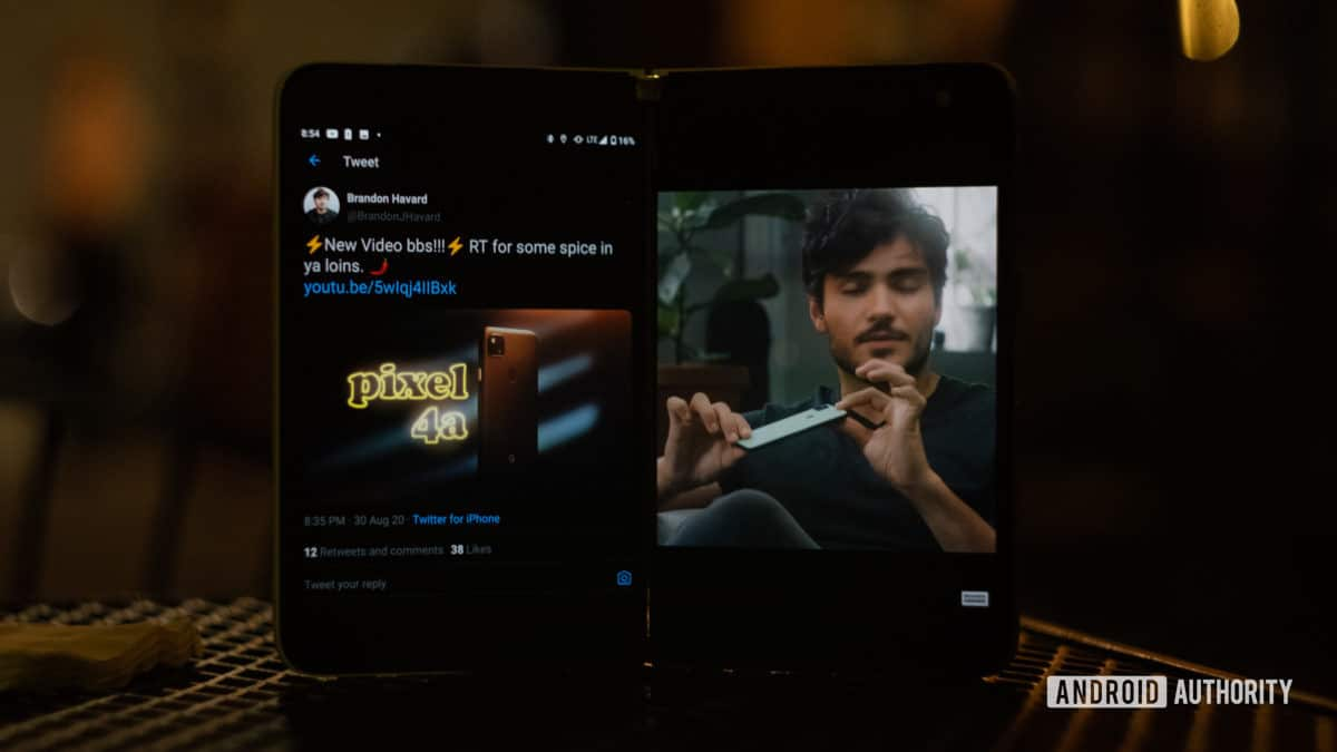 Microsoft Surface Duo Twitter and YouTube open 1