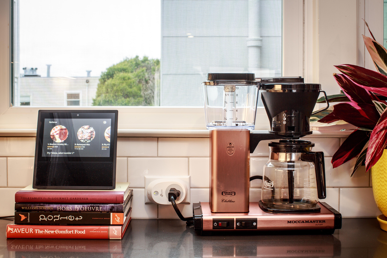 cnet-smart-home-kitchen-coffee-machine-smart-switch-amazon-echo-show-5687