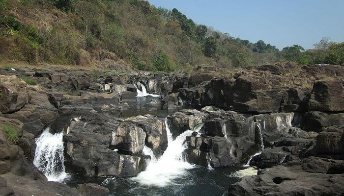Perunthenaruvi Waterfalls