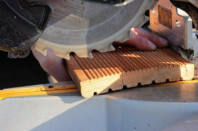 Miter Saw Cutting Molding Image 3