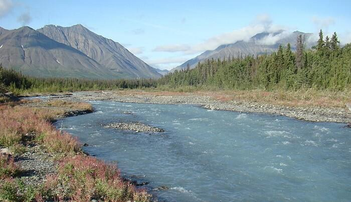 Enjoy the view of the mountains with the rivers