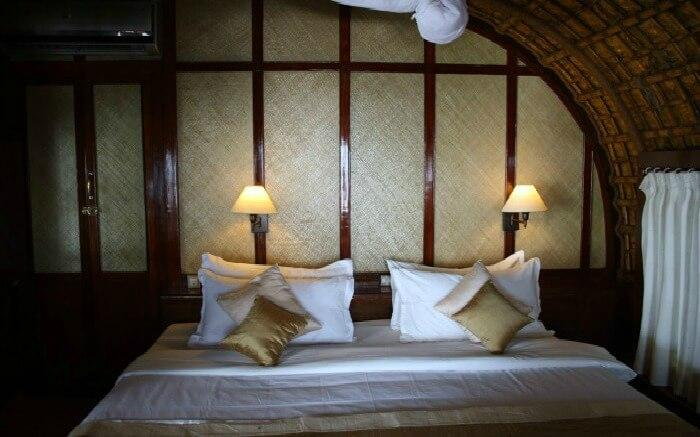 Spice Coast Cruise has a nice bedside bedroom in Alleppey