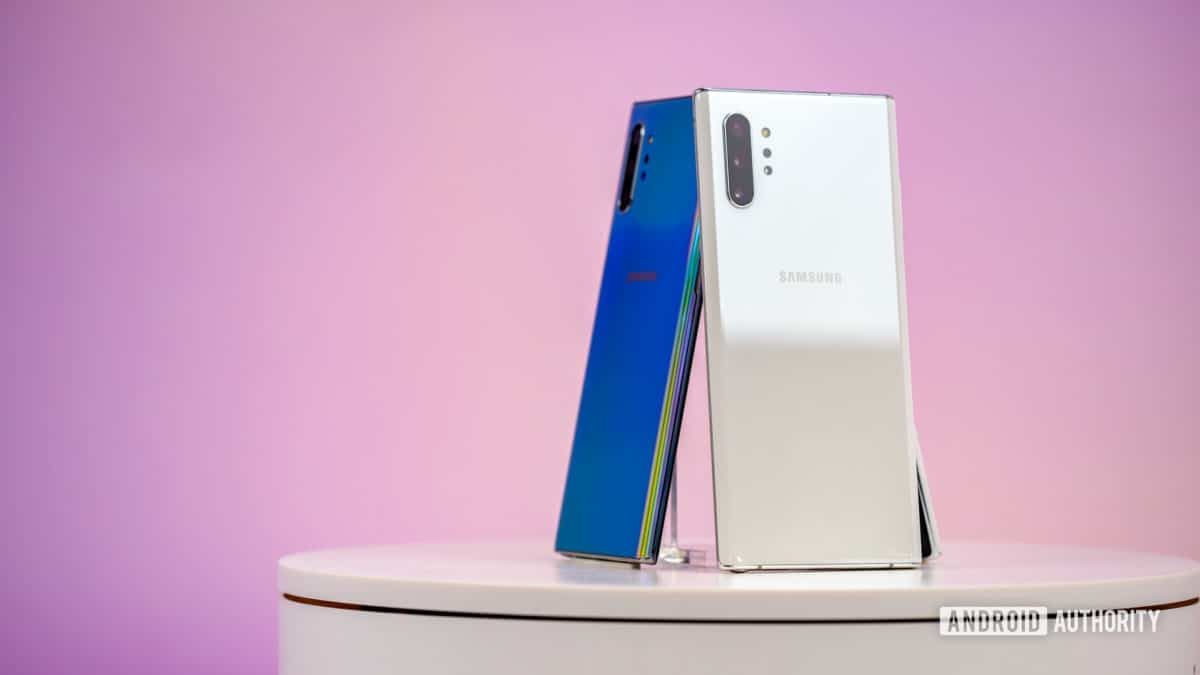 Samsung Galaxy Note 10 Plus Aura White on back angle