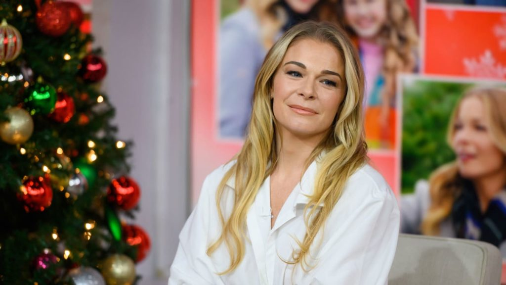 LeAnn Rimes shares 'unabashedly honest' photos of her psoriasis
