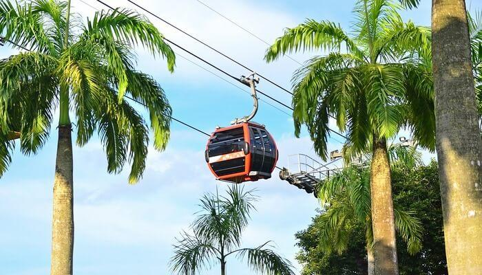 Ride in singapore cable car