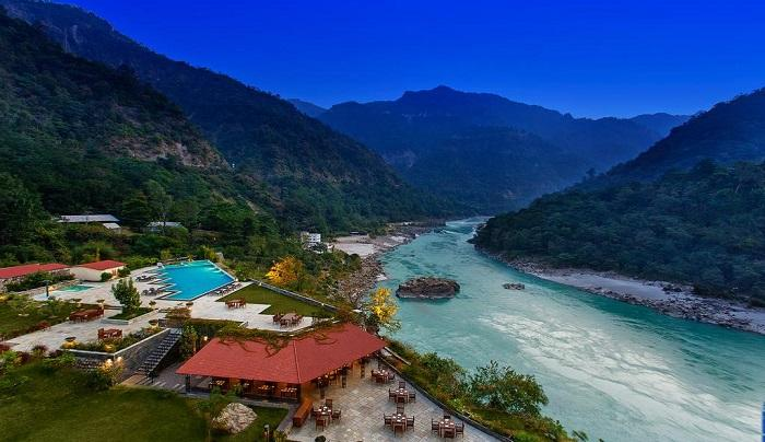 Enjoy the breathtaking view of the river Ganges