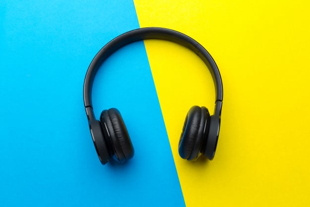 10 Noise-Cancelling Headphones on Sale