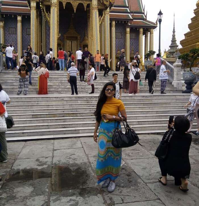 Search for temples on city tour
