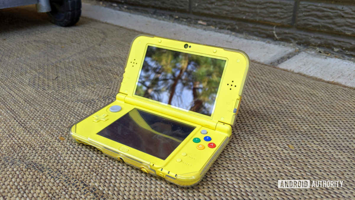 New Nintendo 3DS XL outside