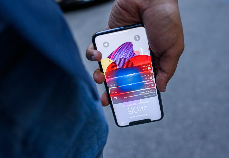 iPhone 11 Pro Max screen upside down