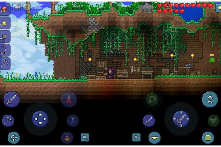 Screenshot of the Terraria game on Android
